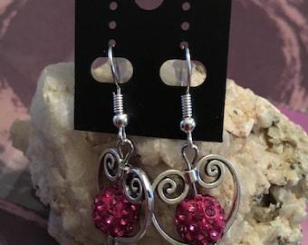 Jolies boucle d'oreilles coeur avec perle en strass