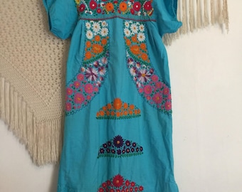 Size medium/large vintage mexican embroidered dress, bohemian dress, boho dress, free people style, oaxacan dress, folkie dress, hippie