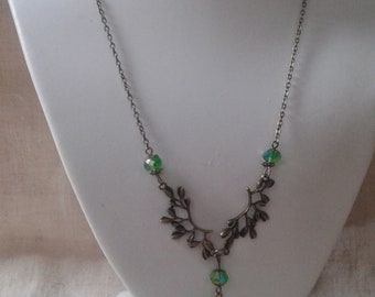 "necklace ""beads and leaf green"""
