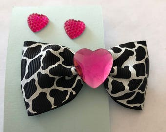 Pink stud earring and bow set