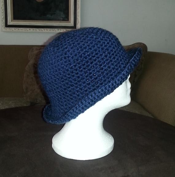 Cloche Hut häkeln gehäkelte Mütze Marineblau gehäkelter Hut