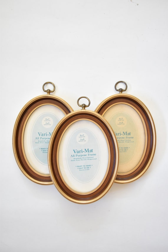 vintage wall hanging gold brown faux wood oval picture frame / 1 frame