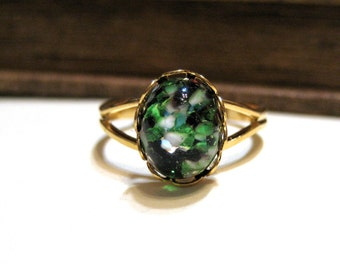 Vintage Green and Black Harlequin Opal Split Ring - WWII Era - Lace / Scalloped Setting - Gold Plated - White - Adjustable - 8x10mm