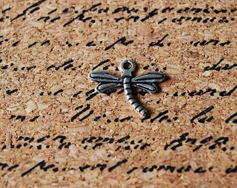 10 Dragonfly Charms - Antique Silver Toned Charms - Insect - Dragonflies - 15mm x 18mm