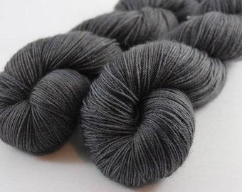 Skein hand dyed - Fingering - superwash Merino and Nylon (75/25) - 100 g / m 425 - ANTHRACITE