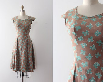 CLEARANCE vintage 1940s dress // 40s cotton novelty bow dress