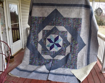 "Handmade King sized quilt ""Labyrinth"""