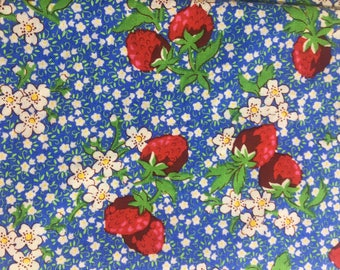 Strawberries & Blooms (4) Cloth Dinner Napkins