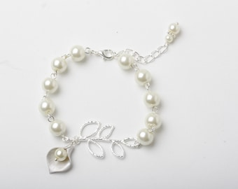 Ivory pearl Bracelet, Bridesmaid Bracelet Bridal Bracelet,calla bracelet, ivory wedding Bracelet calla jewelry maid of honor gift