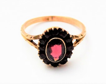 Gorgeous Victorian 9 ct Rose Gold and Garnet cluster ring