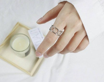 Amebelle & Co.™ - Roman Ring in 925 Sterling Silver