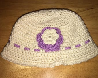 Off White light weight hat with Lilac/Off White attached Flower