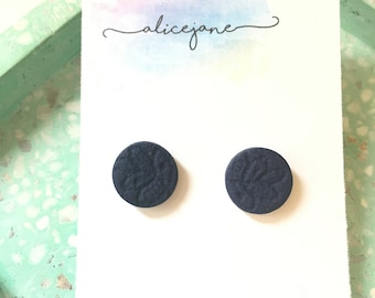 Circular lace leaf embossed studs