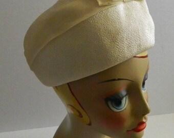 Vintage 1950s White Straw Jeri Jerome Pillbox Hat with Ribbon