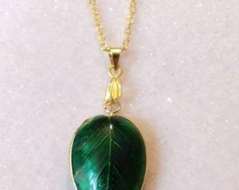 Golden green leaf necklace (style 1)