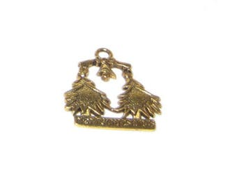 22 x 24mm Gold Trees MERRY CHRISTMAS Metal Charm - 3 charms