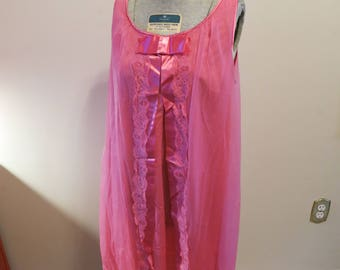 Vanity Fair lingerie vintage 1960s hot pink sheer nightie baby doll S