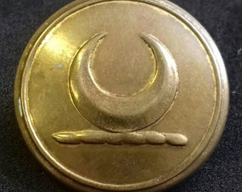 Scarce Irish Made Antique Livery Button of Firmin Dublin Manufacture to the Birmingham Family. 25.5mm