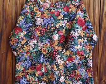SIZE 18-20 The Mama San Mamasan Kappogi Full Coverage Smock Apron in Floral Bouquet on Black Print- Size Large (18-20)