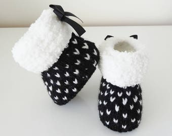 fur boots baby 0-3 months in black and white - wool boots baby - baby booties - baby shoes