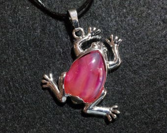 Agate Frog Necklace, free shipping, frog jewelry, frog necklace, frog pendant, crystal frog, frog on crystal, agate frog, crystal jewelry