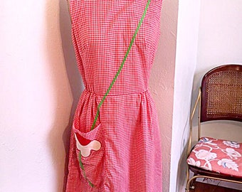 Vintage 1950's Red Gingham Swirl Dress with Bees and Flowers / 50's Cotton Sundress