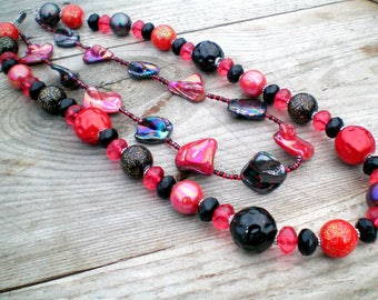 Red and black necklace, chunky necklace, irregular diamond necklace, sparkly necklace, multilayer necklace, cascade necklace, multistrand