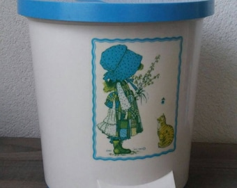 Retro garbage can trash bin Holly Hobby plastic
