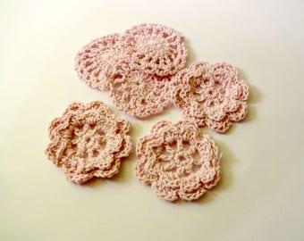 Set of 6 small pink crochet flowers - embellishments - scrapbooking