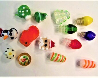 14CT. Glass Lampwork Christmas Beads all different 12mm, S39
