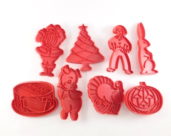 Tupperware Red Cookie Cutters Holidays Lot Set Christmas, Thanksgiving, Halloween, Easter
