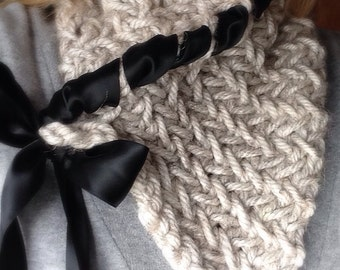 Knit scarf with ribbon tie