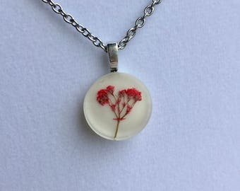 Circle Resin Necklace with Red Baby's Breath