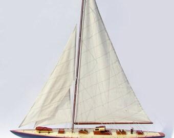 "32"" Endeavour Sailing Boat Model"