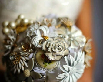 Brooch Bouquet White and Gold Large