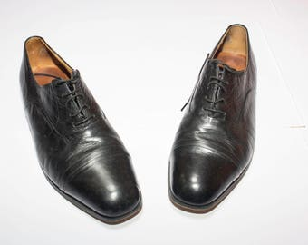 Vintage black leather shoes made in London number 42