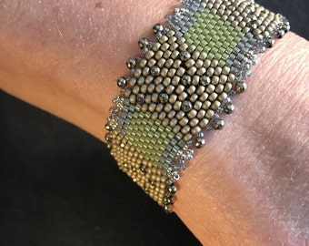 NO 173 Hand Beaded Crystal and Glass Bracelet