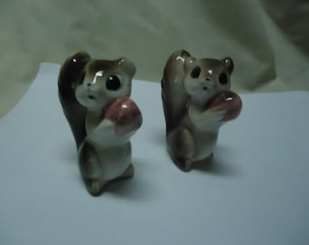 Vintage Squirrel Holding Colorful Acorn Nut Salt and Pepper Shakers, Japan, collectable, has cork stoppers