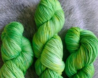 """Hand Dyed Yarn """"Namesake"""" – Merino 4ply Superwash Extrafine – 100g"""