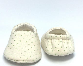 3-6mo RTS Baby Moccs: Green Plus Signs / Crib Shoes / Baby Shoes / Baby Moccasins / Vegan Moccs / Soft Soled Shoes / Montessori Shoes