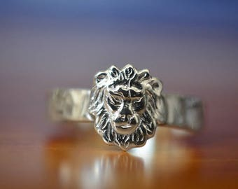 Silver Lion Ring, Custom Engraving, Lion Wedding Band, Men's Wedding Ring, Personalized Sterling Silver Animal Ring, Engraved Lion Jewelry