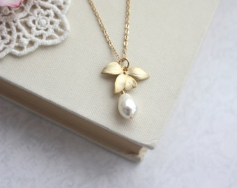 Orchid Flower Pearl Gold Necklace. Orchid Jewelry. Cream White Pearls Necklace, Bridesmaids Gifts, Cream Pearls Gold Orchid Flower Necklace