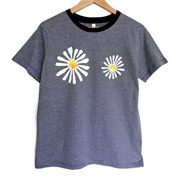 M DAISIES t shirt. Cotton black stripeT shirt with flowers. Black t-shirt with daisies