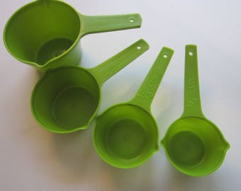 vintage Lustro Ware measuring cups - avocado green