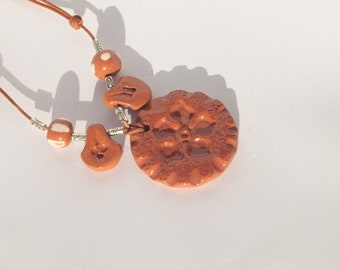 Women cinquefoil red ceramic pendant necklace