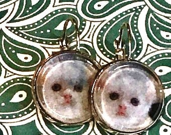 White kitten earrings - 16mm