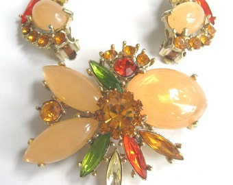Free Shipping to US. Vintage Swarovski Topaz, Green, Yellow, Red, and Melon Rhinestone Brooch & Clip earrings Demi Parure - STUNNING!