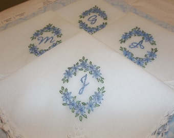 Bridesmaid gift, hand embroidered, wedding handkerchief, monogram, oval design, wedding colors welcome, pineapple crochet design