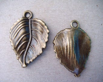 x 3 leaf shaped charm pendants bronze 30 x 20 mm