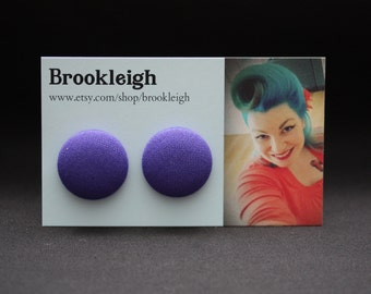 COLOUR ESSENTIALS Earrings, fabric covered 23mm (7/8 inch), rockabilly/retro/vintage inspired - Deep purple